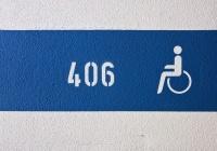 Può essere reato occupare il posto riservato ai disabili?